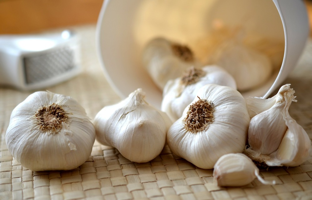 garlic cloves in the kitchen